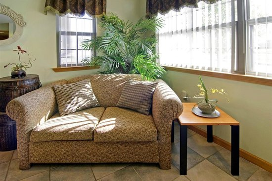 Americas Best Value Inn and Suites Little Rock/Bryant : Lobby