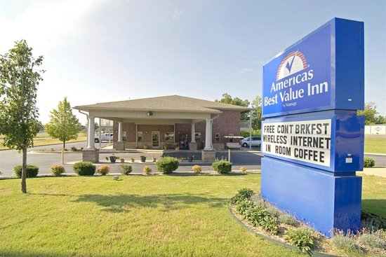 Americas Best Value Inn and Suites Little Rock/Bryant: Front of Hotel
