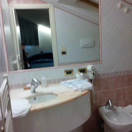 Hotel Da Vito: Bathroom