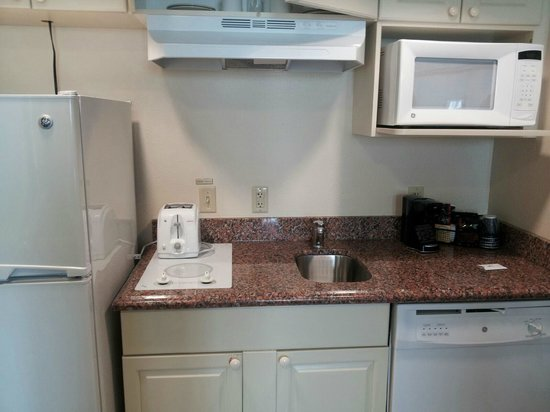Holiday Inn & Suites Across from Universal Orlando : Kitchenette (with tiny coffee maker)