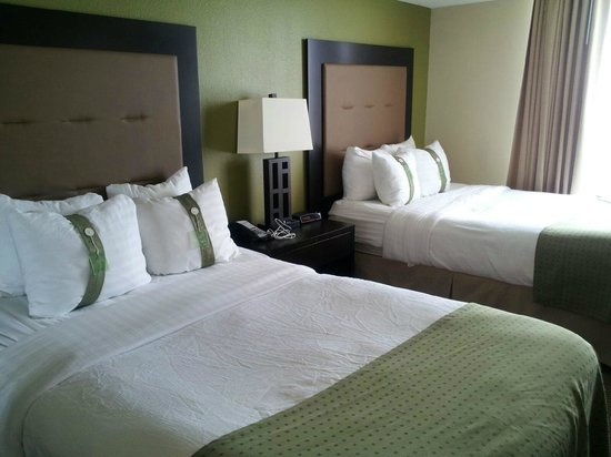 Holiday Inn & Suites Across from Universal Orlando : Bedroom
