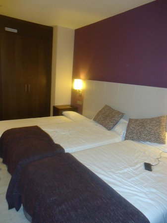 Hotel Barcelo Carmen Granada: habitacion triple