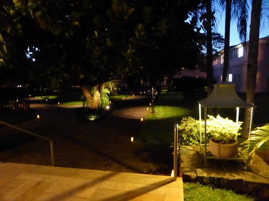 Belmond Hotel das Cataratas: Garden at night