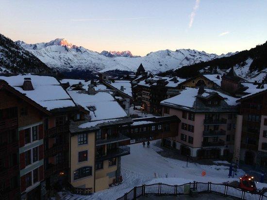 Pierre & Vacances Premium Résidence Arc 1950 Le Village : Early Morning View from Room 624 Hameau De Glacier (Pierre & Vacances Premium Residence Le Villa