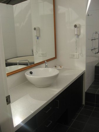 BreakFree Aanuka Beach Resort : bathroom