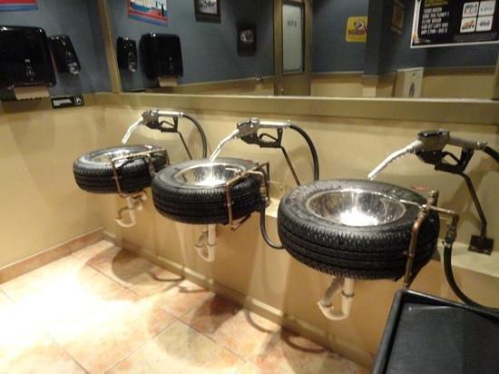 Ford's Garage: the Ladies Washroom!!!