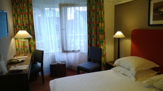 New Hotel Charlemagne : chambre
