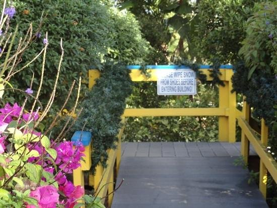 Sanibel and Captiva Chamber of Commerce and Visitors Center: the Welcome Sign