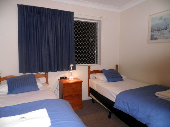 Pelican Cove Apartments: Room # 2 with 2 single beds