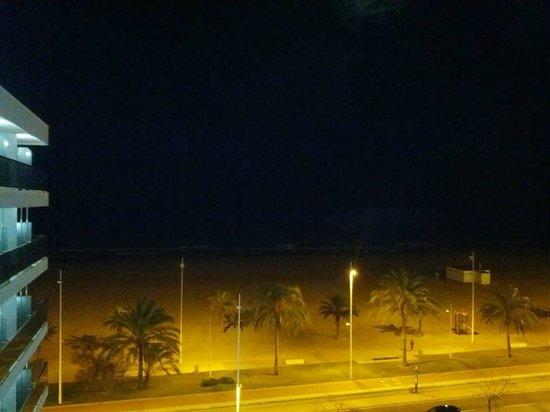 RH Bayren Hotel & Spa: Vista nocturna del Mar Mediterráneo desde la terraza