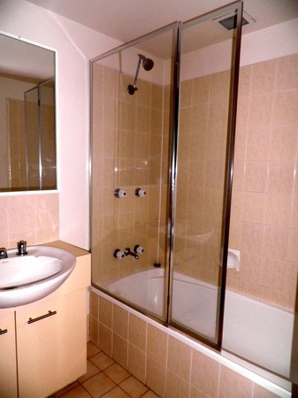 Pelican Cove Apartments: Bathroom in room # 1