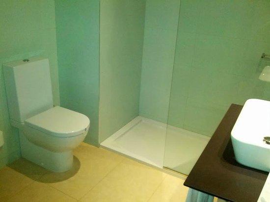 RH Bayren Hotel & Spa: Baño con ducha