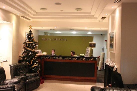 Drury Court Hotel: Friendly staff on reception