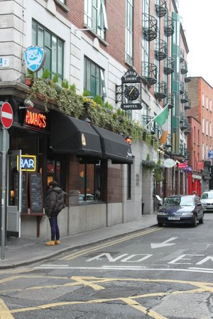 Drury Court Hotel: Drury hotel and pub/restaurant next door