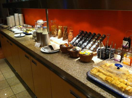 Mercure Hotel Aachen am Dom: Cereals and fruits