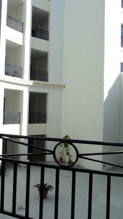 The Waterfront Hotel : Baconies of adjacent rooms facing the courtyard