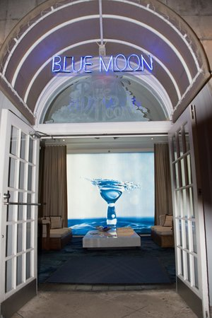 Blue Moon Hotel, Autograph Collection : front door