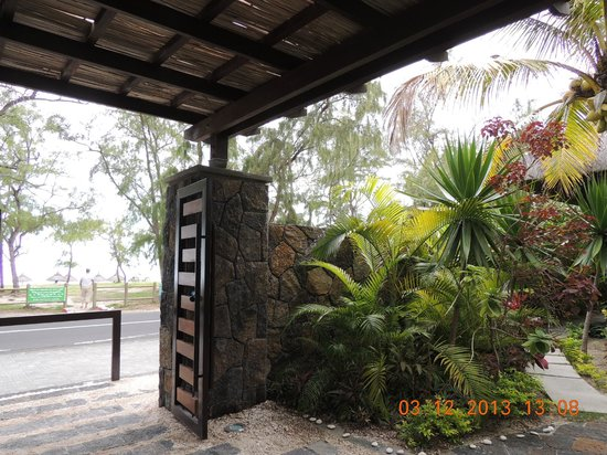 Emeraude Beach Attitude : entrée/sortie de l'hôtel