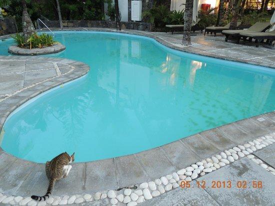 Emeraude Beach Attitude : piscine,la 2ème,celle du fond-On a pied partout.