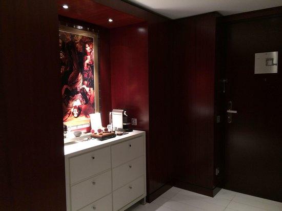 Mandarin Oriental, Paris: Deluxe Suite Entrance