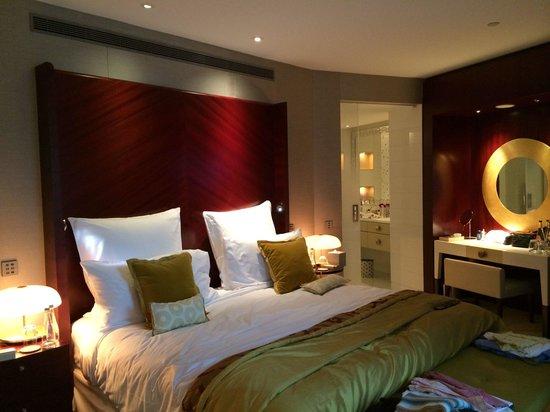 Mandarin Oriental, Paris: Deluxe Suite Bedroom