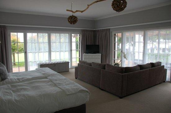 Whale Rock Luxury Lodge : Room 1 inside