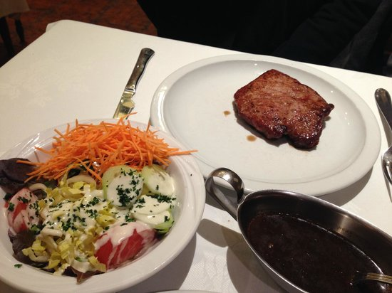 Trio's: Steak with salad