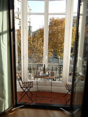 Hostalin Barcelona Gran Via : The suite's bow window