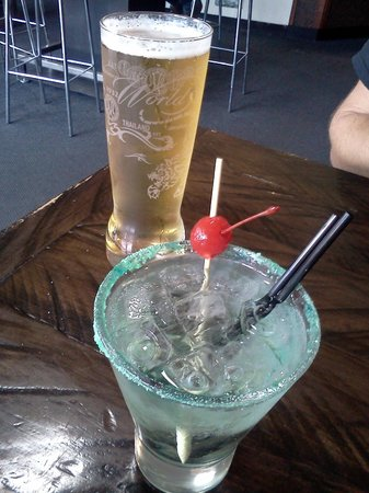 Jimmy Jack's Rib Shack: beer and apple martini