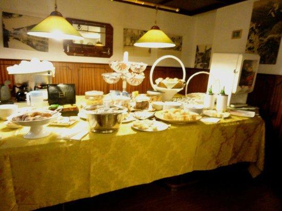 Hotel La Villa Manuelina : Il banco colazione
