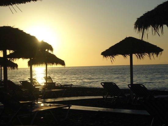Kamari Beach : Sunrise in Kamari