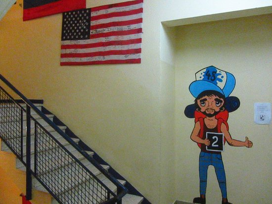 Hayarkon 48 Hostel: couloir deuxième étage