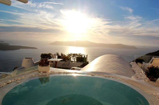 Dana Villas Hotel & Suites: Jacuzzi Suite at Sunset