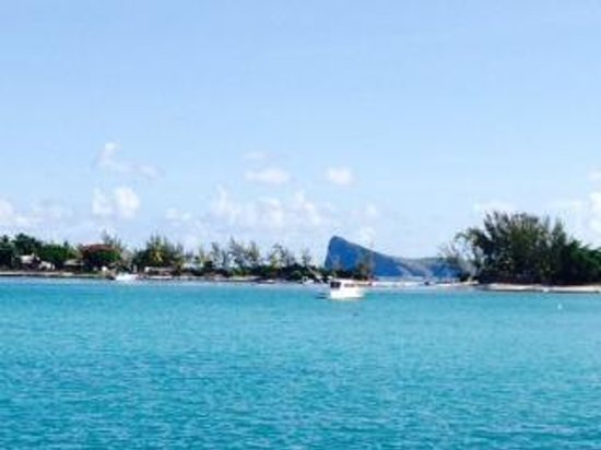 Hibiscus Beach Resort & Spa: View from offshore onto the hotel