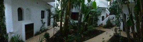 Hacienda Martil: Allées entre les chambres
