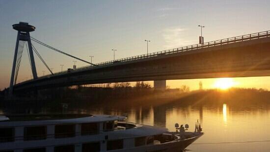 UFO Observation Deck: Brücke