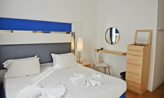 Park Lane Aparthotel: chambre vue de la porte séparant séjour et chambre