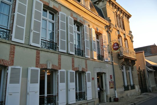 Hotel Castel Jeanson : façade