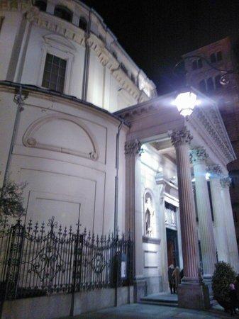 Santuario Basilica La Consolata: Pronao, vista laterale