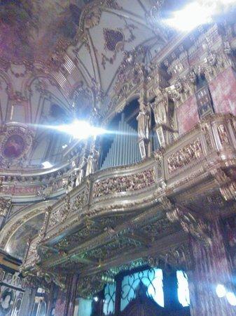 Santuario Basilica La Consolata: Atmosfera da grande basilica