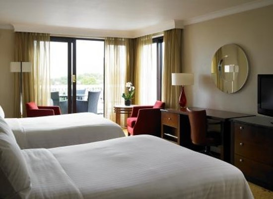 London Marriott Hotel Regents Park: Executive Room with two double beds