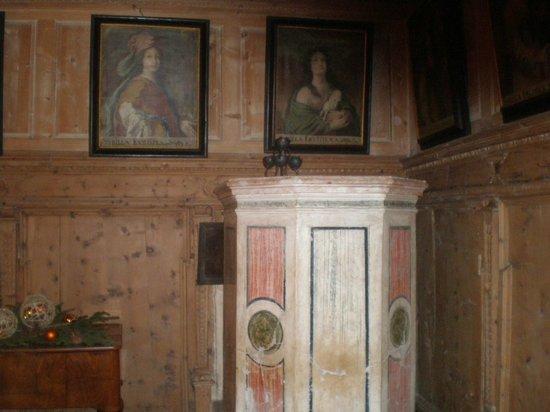 Hotel Albrici: Kachelofen