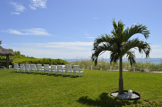 Blue Water Beach Club: Beautiful Hotel Grounds