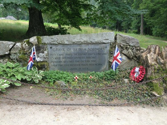 North Bridge: Grave of British soldiers