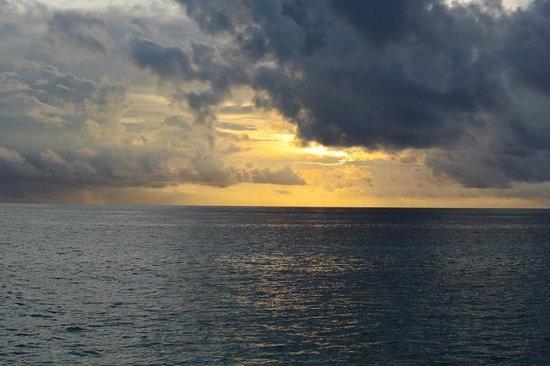Coco Bodu Hithi : sunset