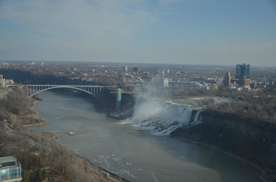 "Embassy Suites by Hilton Niagara Falls Fallsview Hotel: cascata ""piccola"" e ponte di New York"