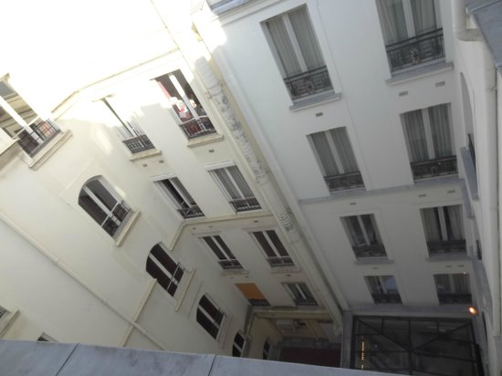 Hotel Le Six: Interior courtyard
