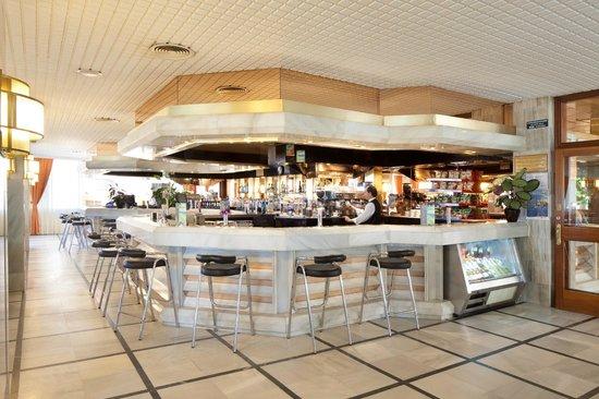 H.TOP Royal Sun: Bar