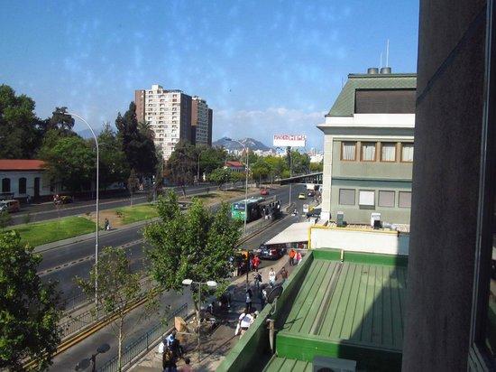 Ibis Santiago Estacion Central : exterior desde una ventana del pasillo