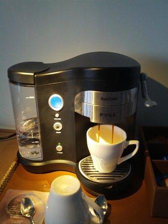 Renaissance Sanya Resort & Spa: Room's coffee machine.